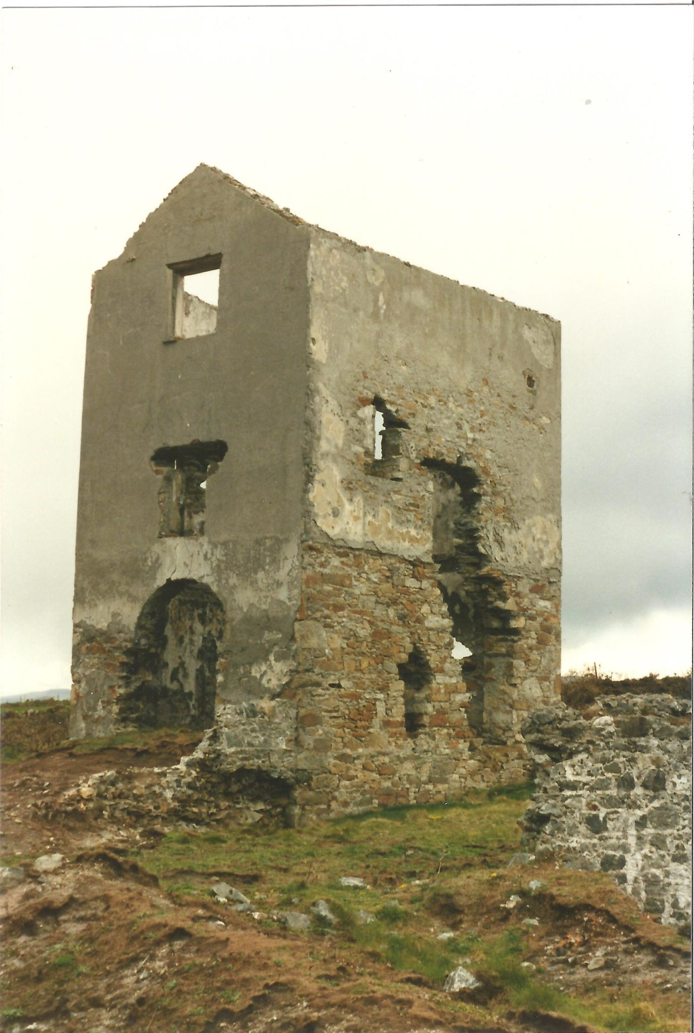 Engine house at Knockmahon copper mines near Tramore, Eire. Photo: Peter Burgess
