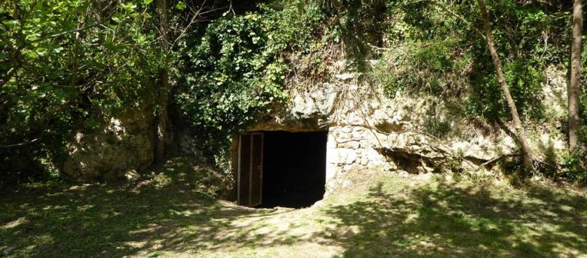 News: New Palaeolithic Engraving Found in La Marche Cave, France